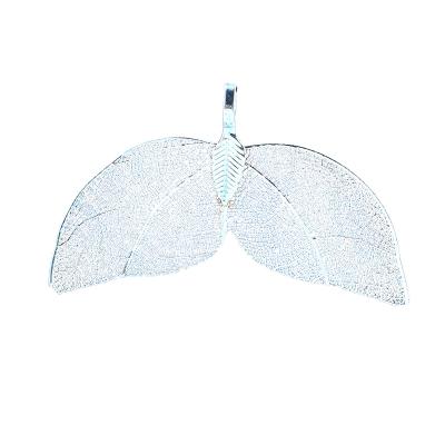 Prachtig  hanger, filigraan blad, lichtblauw