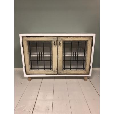 wit houten kast met glas in lood ramen/deuren.  275,00   ( 96 x 46 x 70 )  l x b x h
