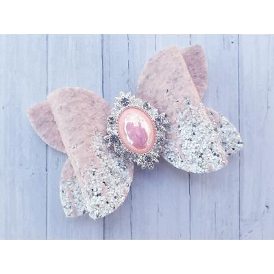 Grote strik met roze steen 7,5 x 5 cm op alligator clip