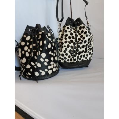 Bucketbag grote dots, wit-zwart