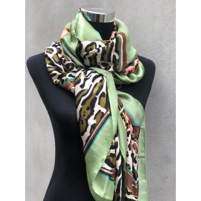 Prachtige grote Silky sjaal met tijgerprint!
